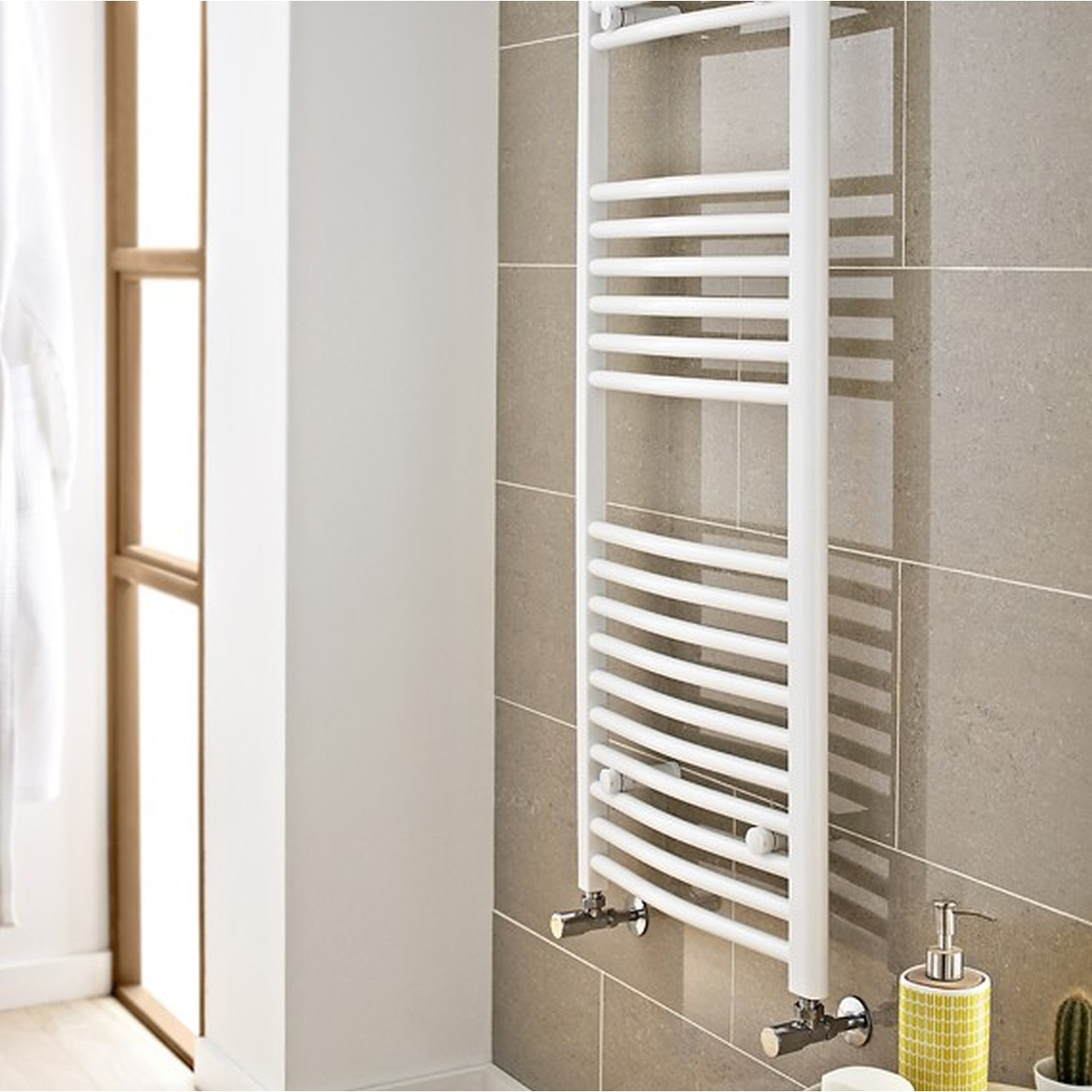 Kartell White 1000mm x 500mm Curved 22mm Towel Rail - CTR510W
