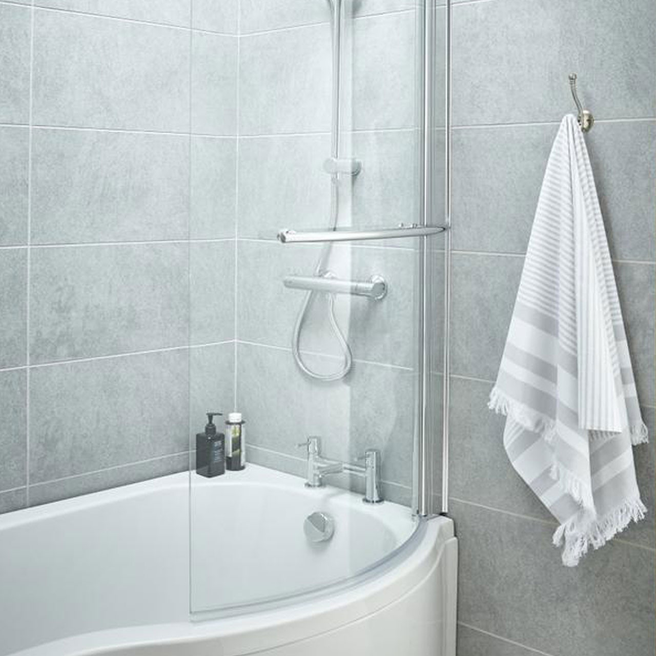 P Shape Shower Bath 1700 mm with Towel Rail Screen and Panel Right Hand