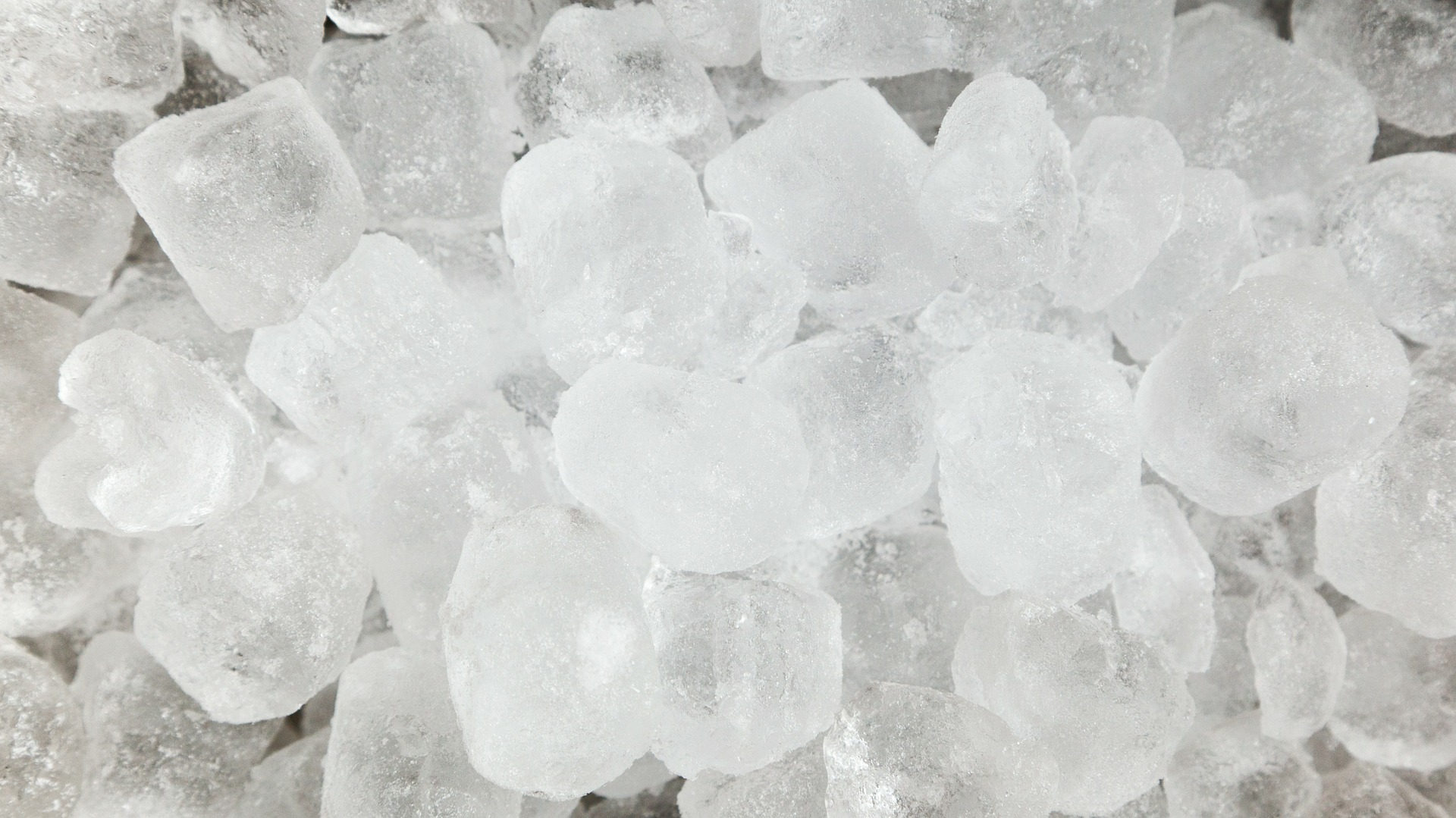 Use ice cubes to help seal a bath